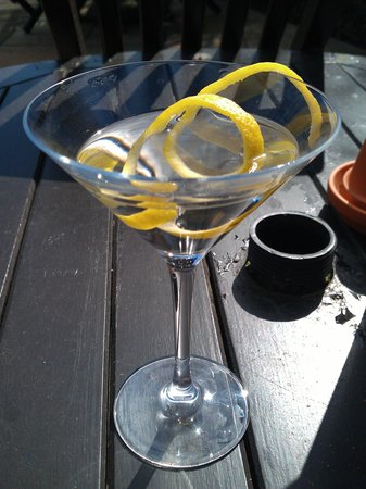 The Marchmont Arms: Fab Martini cocktail