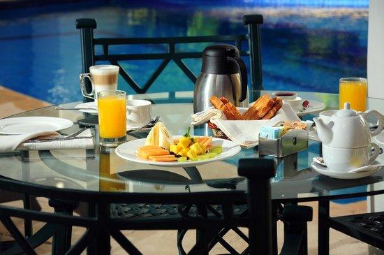 أمبيانس سويتس كانكون: Complemengte su dia con un desayuno delicioso