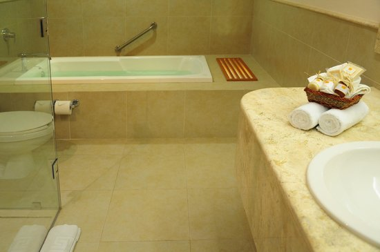 Ambiance Suites : Master Suite Bathroom with Jacuzzi