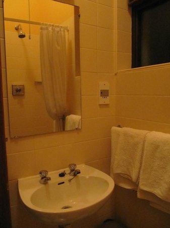 19th Green Killarney : Bagno - lavandino vecchio stile