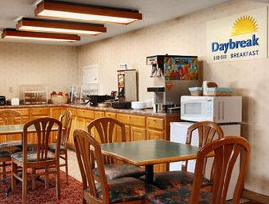 Days Inn Paintsville: Breakfast Area