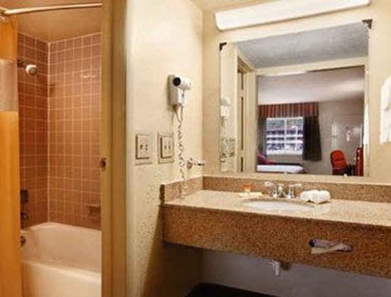 Days Inn Paintsville: Bathroom