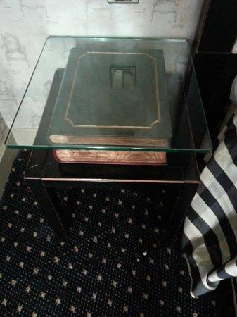 Villa Lutece Port Royal: Bedside tables!