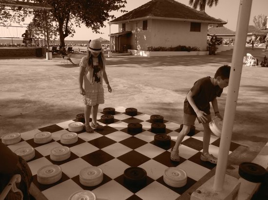 Sunscape Splash Montego Bay: checkers by the beach!