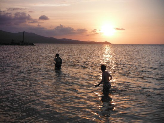 Sunscape Splash Montego Bay: playing in the warm water at sunset