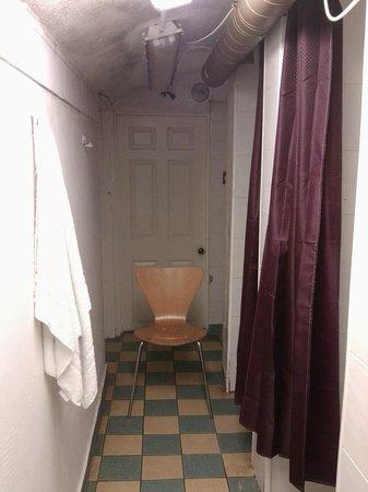My Place Dublin Hotel: Grim
