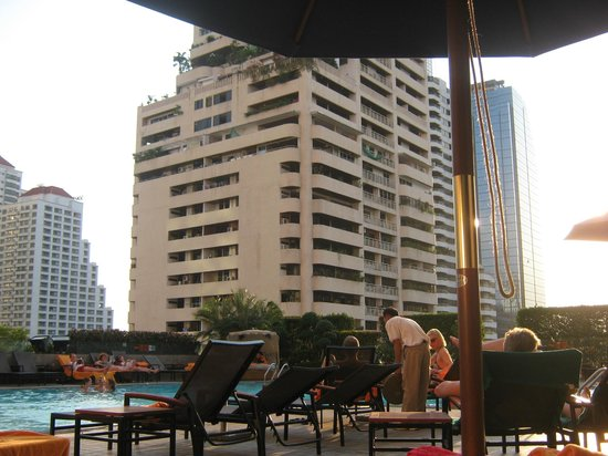 Rembrandt Hotel Bangkok: Swiming pool area