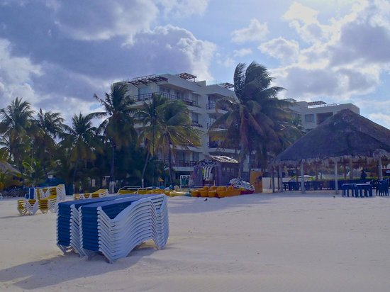 Ixchel Beach Hotel: View from the beach