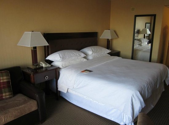 Sheraton West Des Moines Hotel: Bed