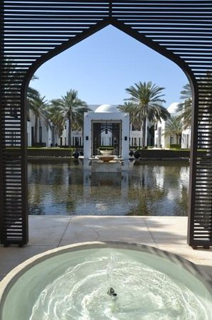 The Chedi Muscat – a GHM hotel: garden lobby