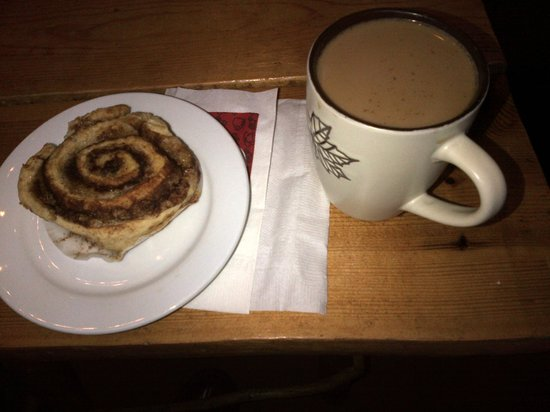 Cabin Coffee: Coffee and Cinnamon Roll