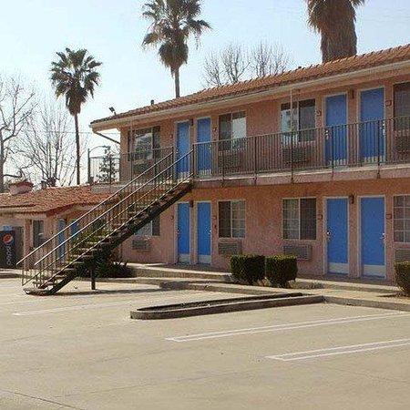 Economy Inn Motel: Economy Inn Slymar Exterior