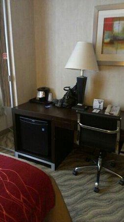 Comfort Inn: Fridge in room