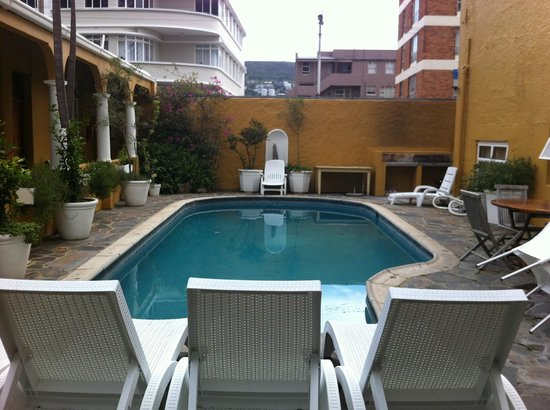 Ashanti Lodge Gardens: Pool area