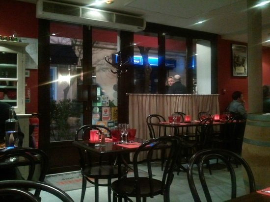 Le petit rouge neuilly sur seine restaurant reviews for Restaurant le jardin neuilly
