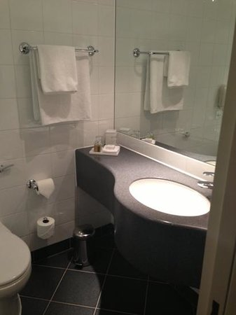 Sofitel London Gatwick: bathroom