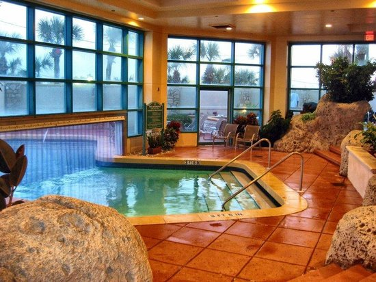 Hilton Daytona Beach / Ocean Walk Village: Indoor pool section