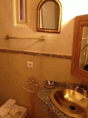 โรงแรมไรแอด อมีรา วิคทอเรีย: bathroom