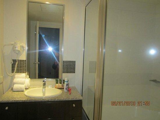 Mantra Trilogy: apartment A bathroom