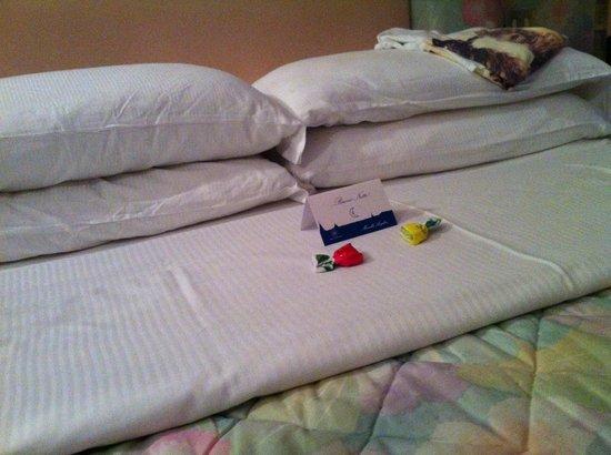 Marcella Royal Hotel: bed