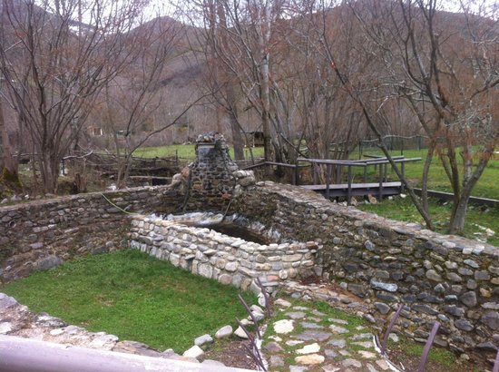 La Antigua Ferreria Hotel Rural: fuente de piedra