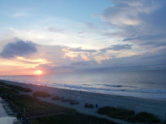 Gazebo Inn Ocean Front: sun rise