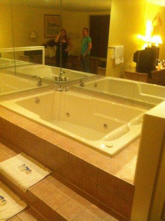 Americas Best Value Inn: Our room