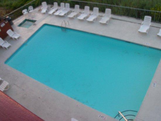 Gazebo Inn Ocean Front: Pool from our balcony