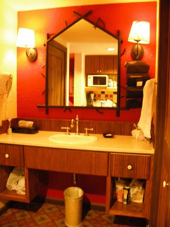 Boulder Ridge Villas at Disney's Wilderness Lodge: Room 3538, bathroom vanity