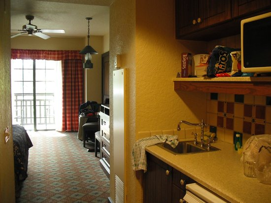 Boulder Ridge Villas at Disney's Wilderness Lodge: Room 3538, looking from kitchenette into main room