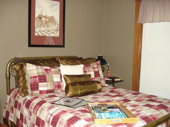 Ashley-Drake Historic Inn and Gardens: Bedroom 2