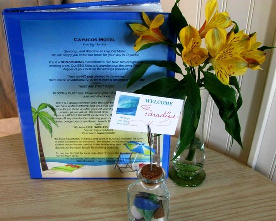 Cayucos Motel: fresh flowers, info about Cayucos and the motel
