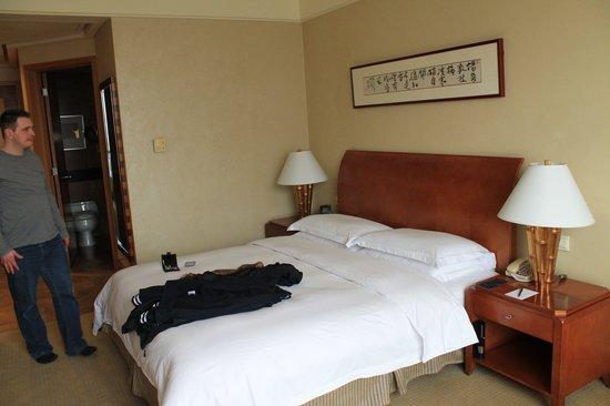 Hilton Chongqing: The bedding area