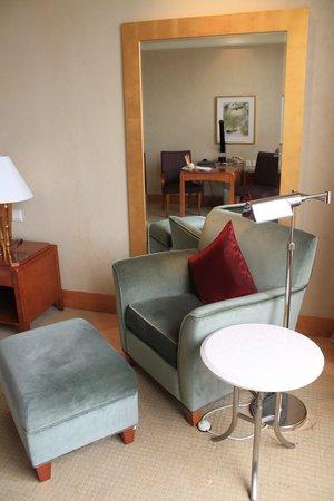 Hilton Chongqing: The reading corner