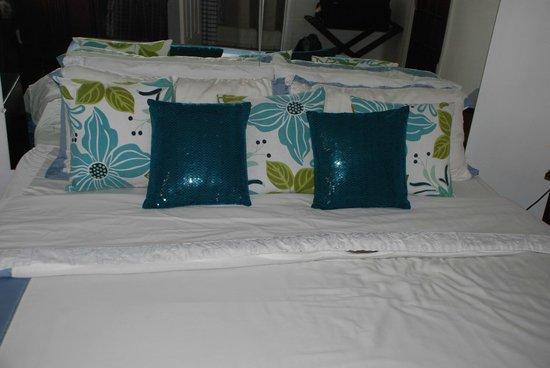 Casa 69: Bedspread...
