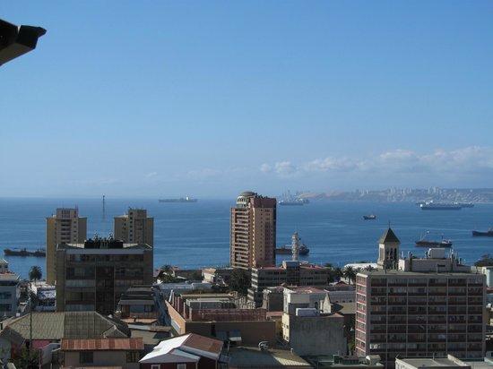 Valparaiso Experience Apartments: Vista desde la habitación principal al Pacífico