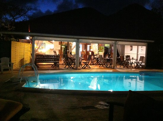 The Rose of Brazil: Vue du restaurant et de la piscine