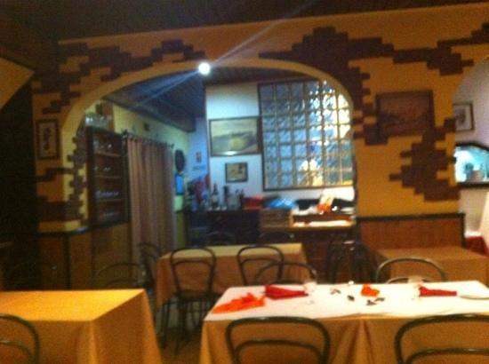 Os Arcos Restaurante: sala de jantar