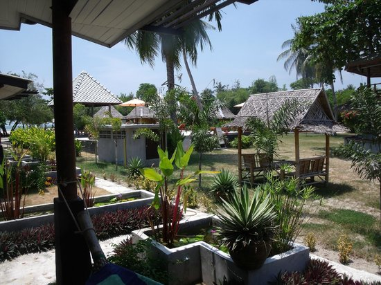 Sabaii Bay Resort: Blick vom Bungalo Richtung Pool