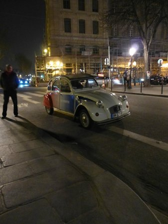 Paris Authentic: 2CV tour