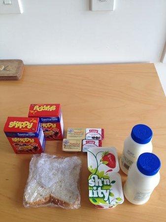 Waiheke Island Resort: breakfast