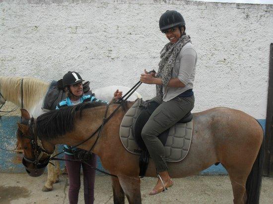 Albufeira Riding Centre: Georgie helping me onto my horse