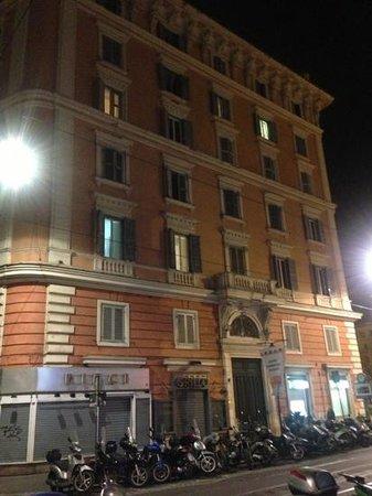 La Cupola del Vaticano: Building from across the street