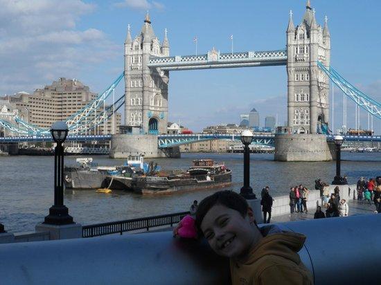 Premier Inn London Wembley Park Hotel: Ed The Duck at Tower Bridge!