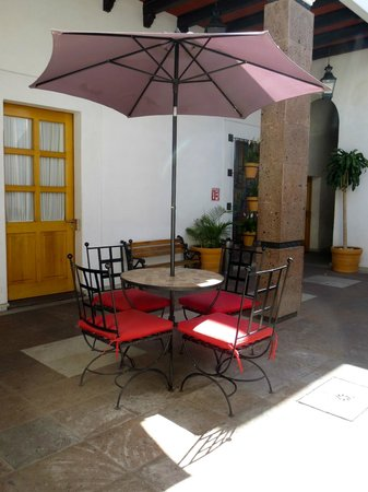 Hotel Quinta Lucca: Front patio