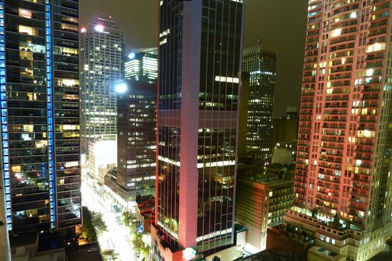 Meriton Suites Kent Street, Sydney : City view apartment