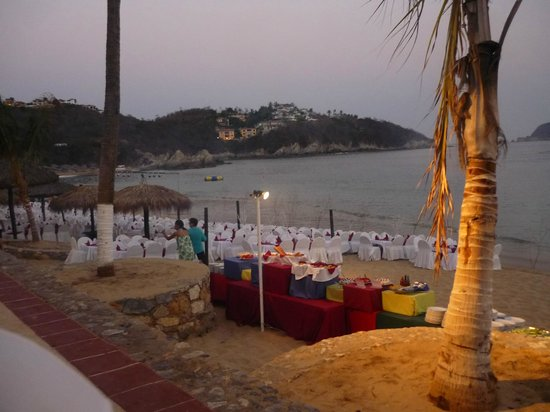 Barcelo Huatulco Beach Resort: beach bar-b-q