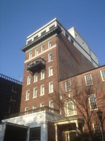 Planters Inn on Reynolds Square: hotel from Reynolds Square