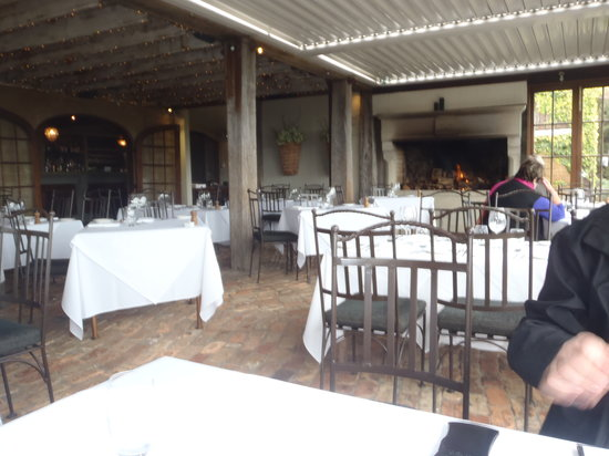 Mudbrick Vineyard & Restaurant : dining room with cosy fireplace