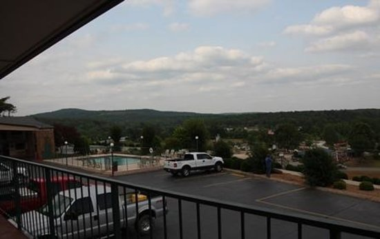 BEST WESTERN Hillside Inn: view of pool